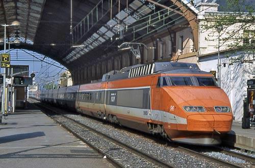 world railways rail journey tgv paris to lyon. Black Bedroom Furniture Sets. Home Design Ideas