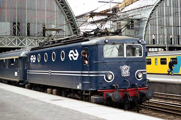 NS type 11 Bo-Bo 1135 at Amsterdam Centraal