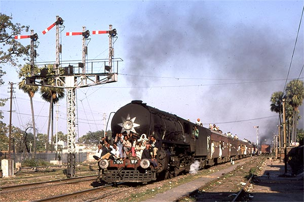 Indian Railways WP class 4-6-2 no.7001 departs from Patna